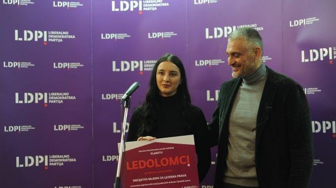 """Jovanović uručio """"Ledolomca"""" Inicijativi mladih za ljudska prava 2"""
