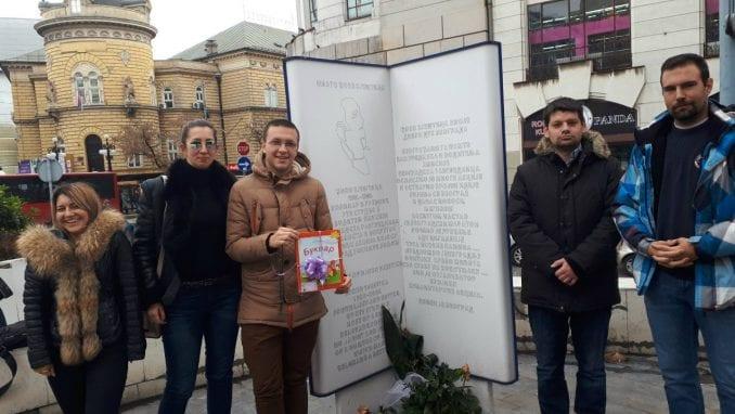 Omladine Narodne stranke predala bukvar redakciji Studija B 1