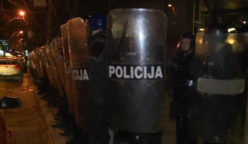Policija potisnula građane sa Trga Krajine i iz parka Petar Kočić 6