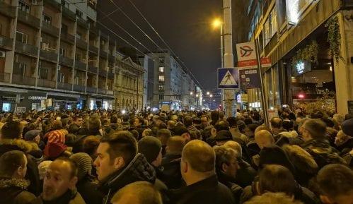 """TV Šabac uživo prenosila protestni miting """"Stop krvavim košuljama"""" 2"""