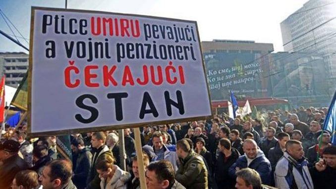 Članovi Udruženja vojnih beskućnika Srbije protestovali ispred hotela Bristol 1