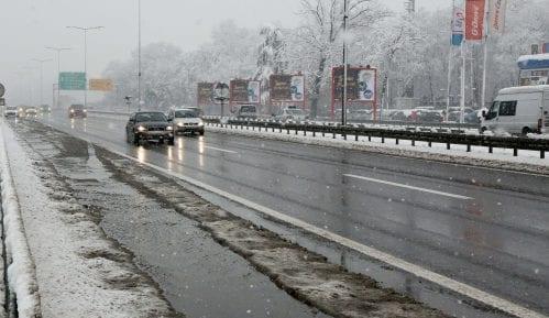 AMSS: Zbog snega ograničenje na Milošu Velikom sniženo na 60 kilometara na sat 7
