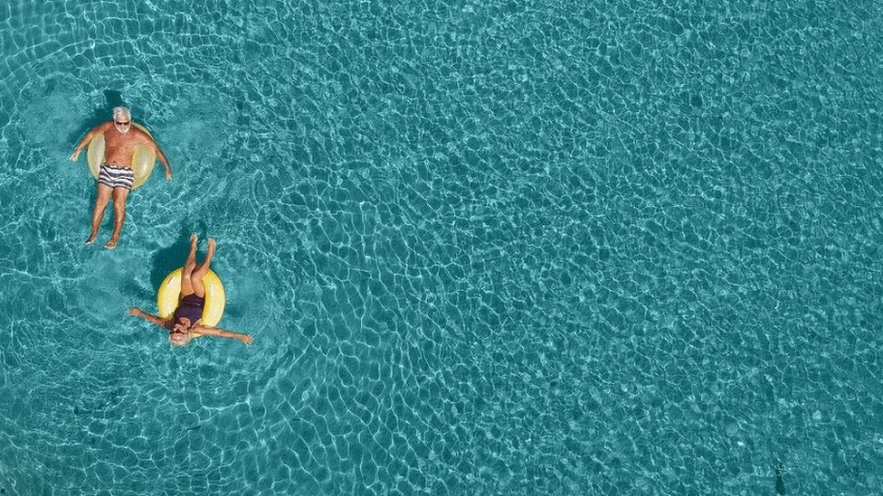 par na bazenu