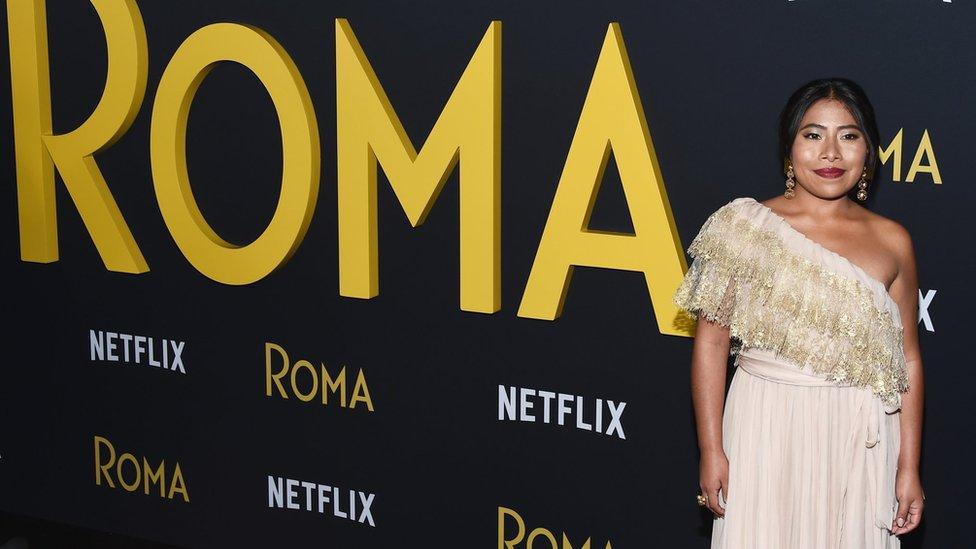 """Glumica Jalica Aparisio stiže u Los Anđeles na premijeru filma """"Roma"""" Alfonsa Kuarona u decembru 2018."""