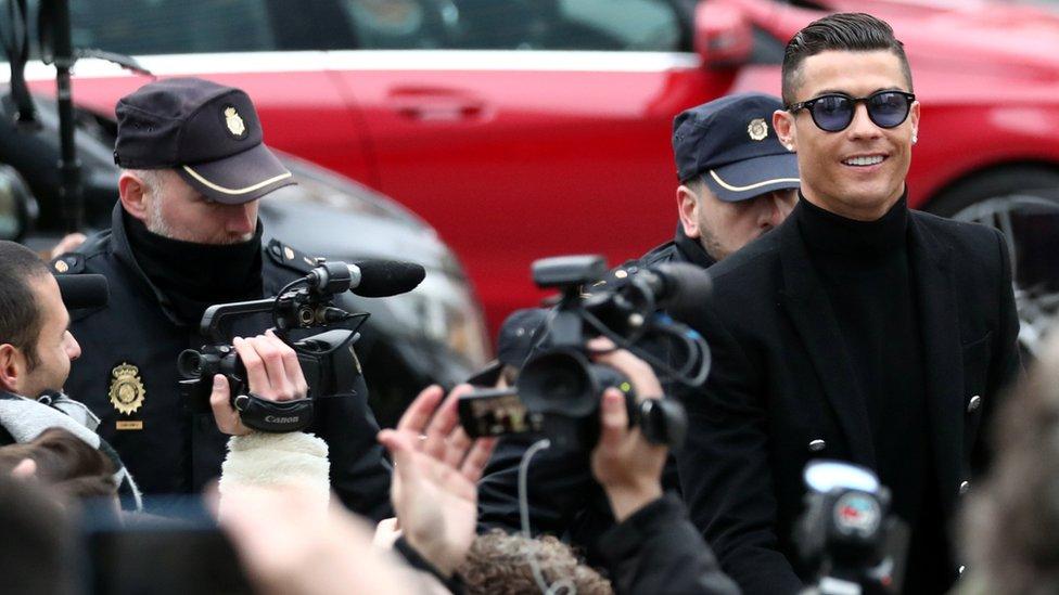 Ronaldo se smeši pred kamerama