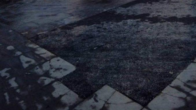 Brza popravka kamenih kocki ispred Hrama pred doček Putina (VIDEO) 2