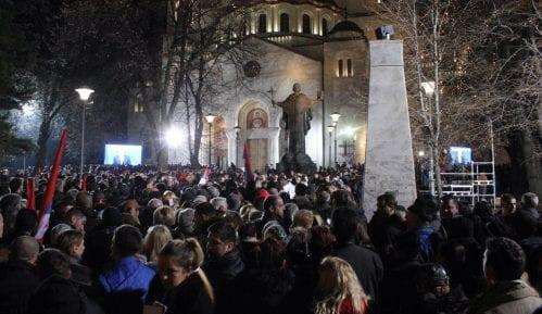 Ispred Hrama veliki broj građana na skupu podrške Putinu (FOTO) 8