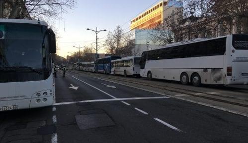 Kolona autobusa kreće iz Vranja na Vučićev miting u Niš 1