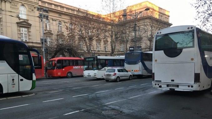 Autobusi sa simpatizerima SNS iz cele Srbije krenuli na miting u Beogradu 2