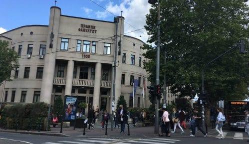 Posle zabrane studenti organizuju tribinu o CarGo ispred Pravnog fakulteta 8