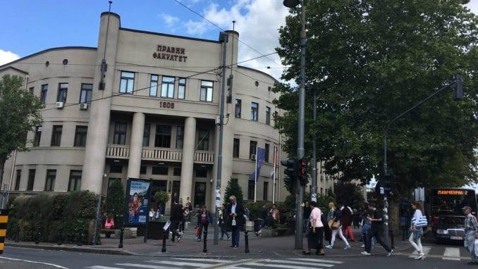 Posle zabrane studenti organizuju tribinu o CarGo ispred Pravnog fakulteta 4