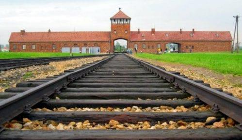Belorusi kažnjeni zatvorom za bizarni performans ispred Aušvica 14