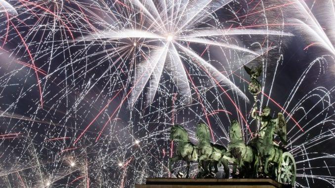 Vatrometi obeležili početak Nove godine u svetu (FOTO) 1