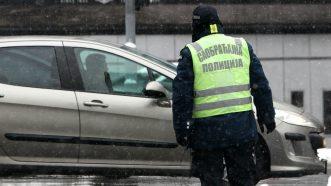 Zavejana Srbija: Oko 2.200 ljudi čisti puteve i posipa so (FOTO) 5