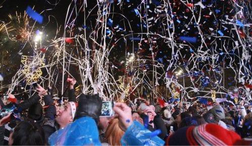 Desetak hiljada ljudi dočekalo Novu godinu u Beogradu (FOTO) 15