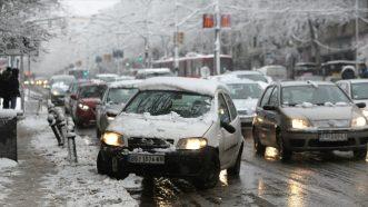 Zavejana Srbija: Oko 2.200 ljudi čisti puteve i posipa so (FOTO) 3