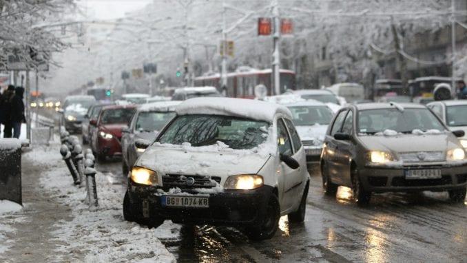 AMSS: Oprezna vožnja zbog ugaženog snega i moguće poledice 1