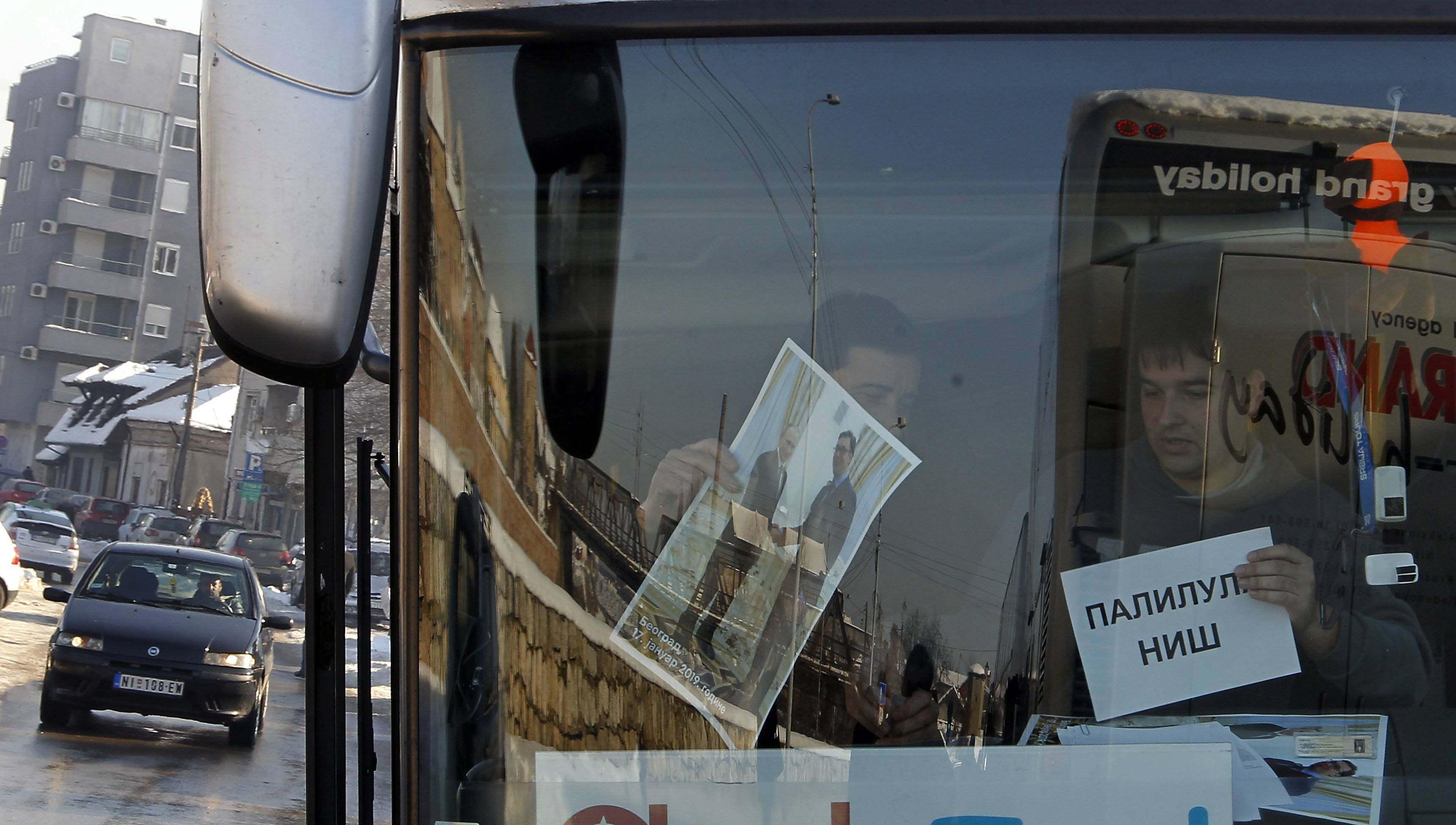 Na doček Putina pristižu autobusi, najviše iz Niša i Kruševca (FOTO) 3