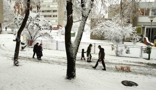 Nacionalni centar za obaveštavanje: Zbog snega i ledene kiše oko 70.000 potrošača imalo probleme sa strujom 8