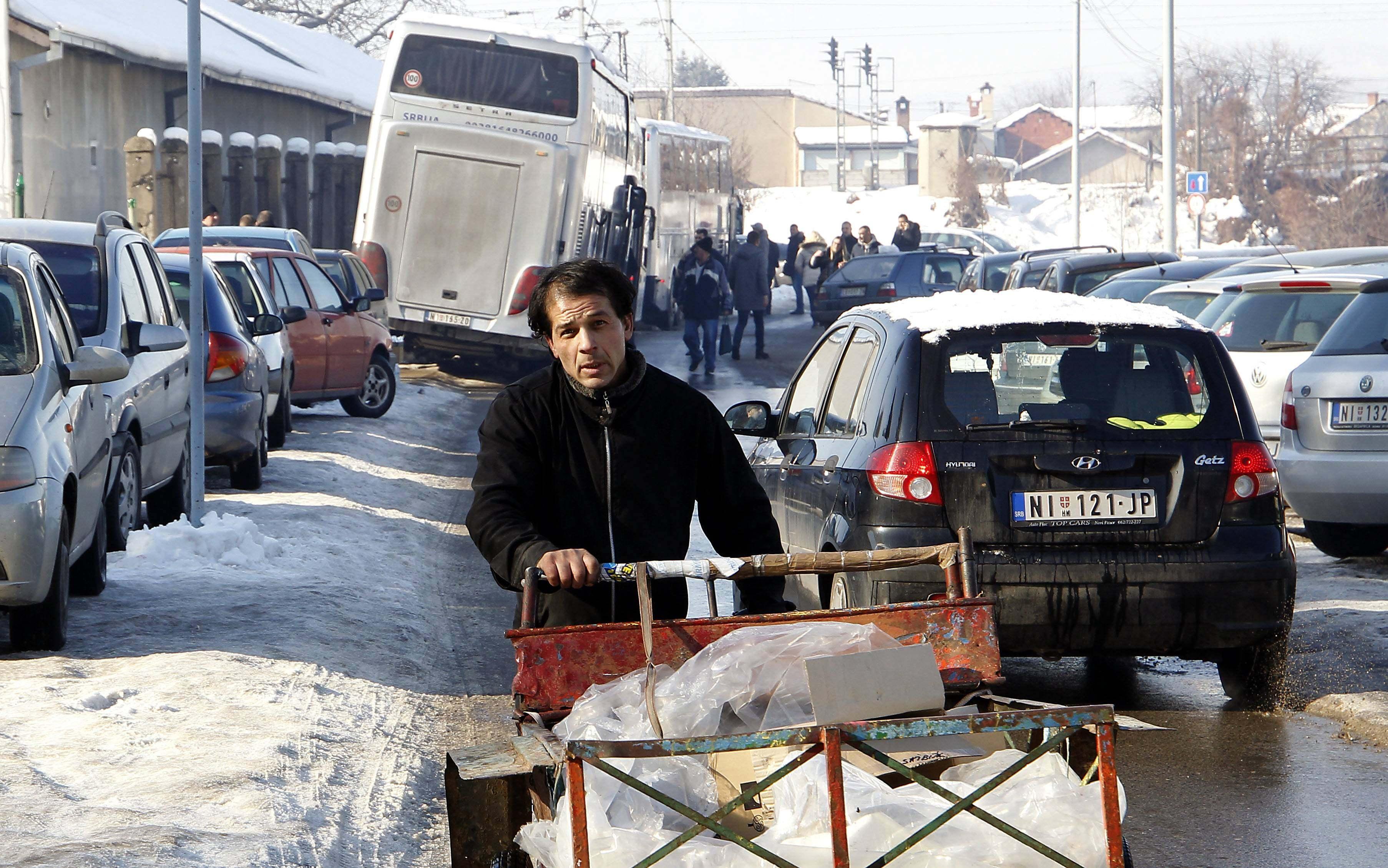 Na doček Putina pristižu autobusi, najviše iz Niša i Kruševca (FOTO) 5