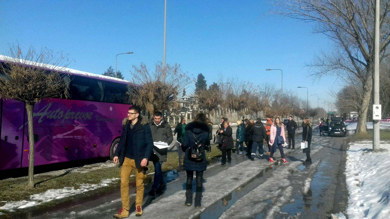 Na doček Putina pristižu autobusi, najviše iz Niša i Kruševca (FOTO) 6