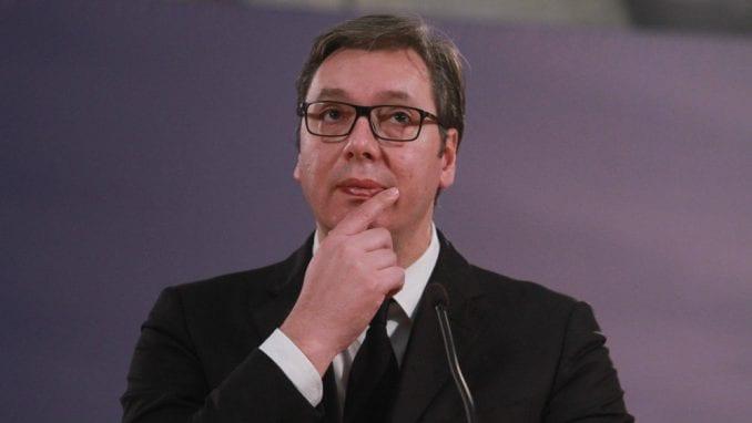 Vučić o vanrednim izborima sa 3.000 članova SNS 1