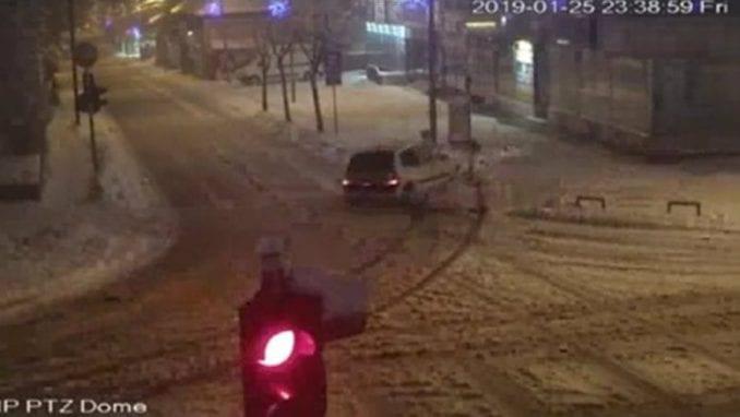 Zaječar: Prekršajni postupak protiv vozača koji je oborio semafor 1
