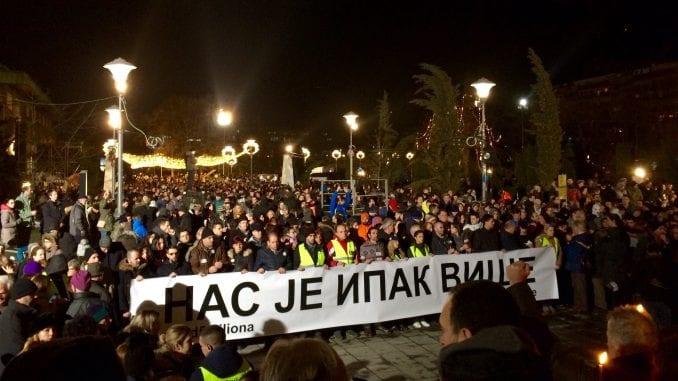Protest i šetnja za Ivanovića: Sveće na Slaviji i ispred Hrama (VIDEO, FOTO) 1
