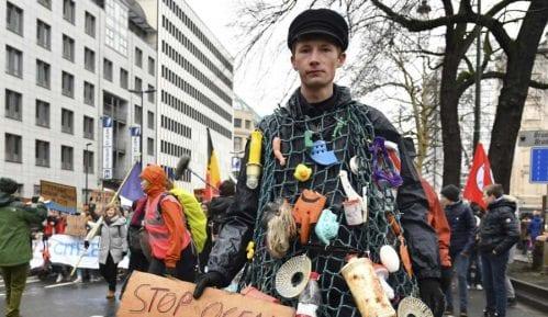 """Više desetina hiljada ljudi učestvovalo u """"Maršu za klimu"""" 12"""