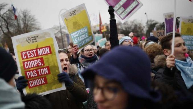 Protest protiv abortusa u Parizu 1