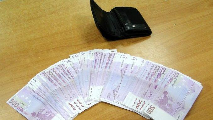 Na Batrovcima i Gradini carinici zaplenili više od 100.000 evra 1