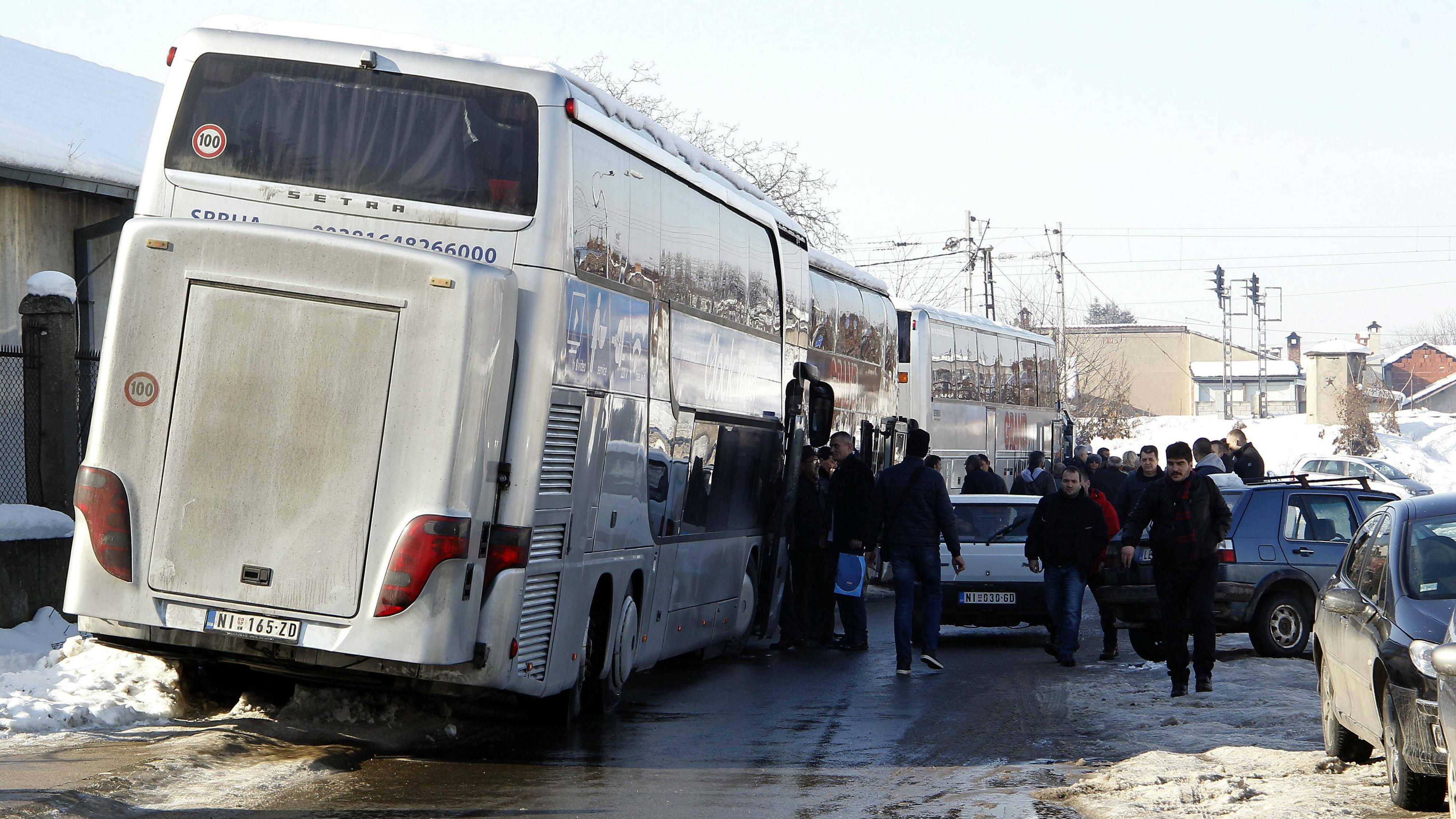 Na doček Putina pristižu autobusi, najviše iz Niša i Kruševca (FOTO) 7
