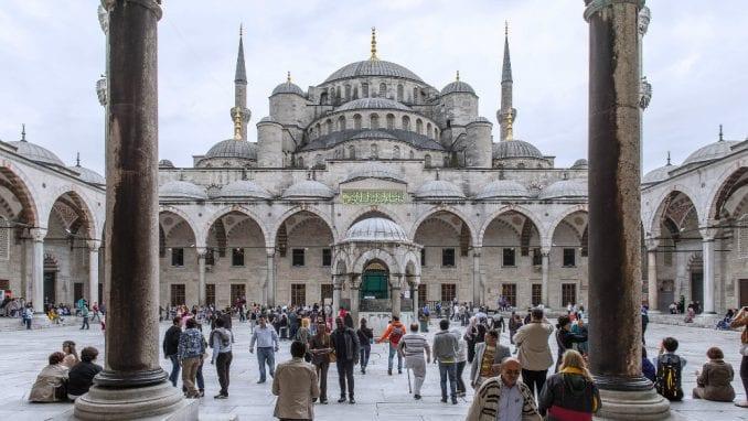 Erdogan zvanično pretvorio Aja Sofiju u džamiju, kaže ostaće otvorena za sve 3