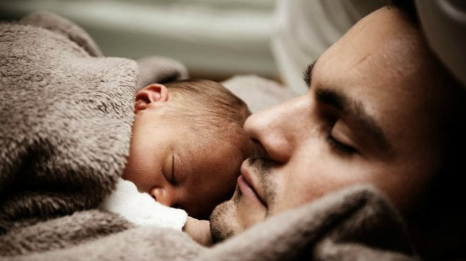 Zašto su tate u EU u obavezi da idu na porodiljsko? 2