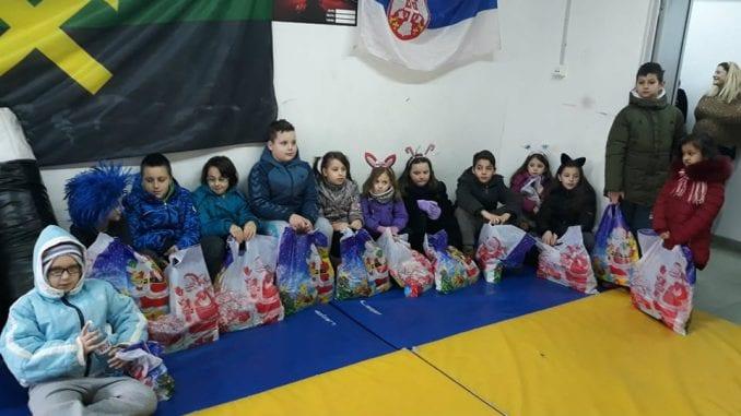 """Boks kluba """"Miners"""": Paketići za najmlađe sugrađane 1"""