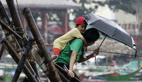 Najmanje 16 mrtvih u naletu tajfuna na Filipinima 10