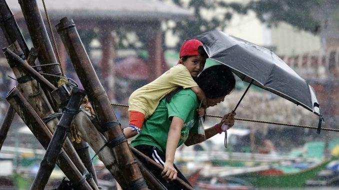 Najmanje 16 mrtvih u naletu tajfuna na Filipinima 1