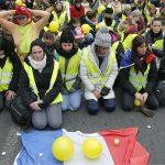Žene u žutim prslucima u protestu protiv nasilja 4