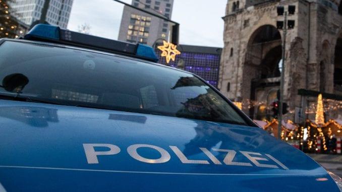 Nemac više puta pokušao da uleti kolima među ljude, povredio pet osoba 3