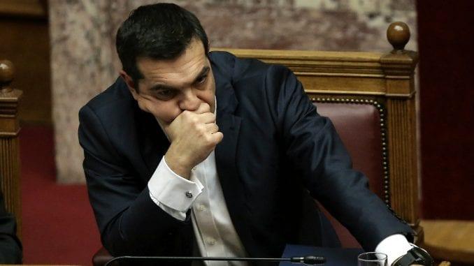 Aleksis Cipras osudio anarhiste koji su bacili farbu na grčki parlament 1