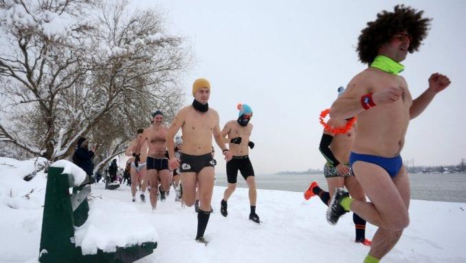 Trka u donjem vešu u Beogradu na minus tri stepena (FOTO) 1