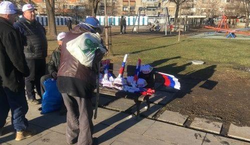 Doček Putina: Građani se okupljaju ispred Hrama 6