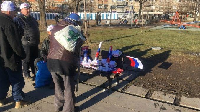 Doček Putina: Građani se okupljaju ispred Hrama 1