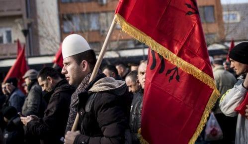 Više od polovine Albanaca protiv ukidanja takse, gotovo svi Srbi za 9