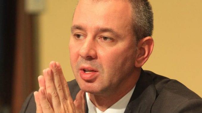 Da li će Poreska uprava ispitati posao Vučićevog kuma? 11