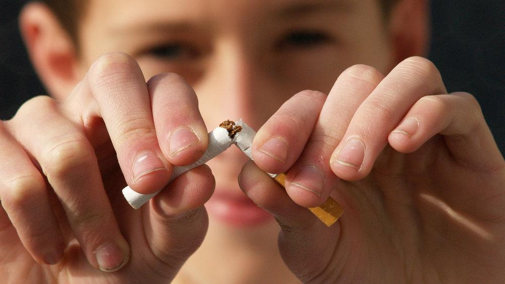 Zabrana pušenja na ulici kao protivepidemijska mera u Španiji 1