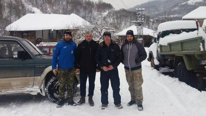 Meštanima staroplaninskih sela Topli Do i Zaskovci odneli pakete hrane i lekove 1