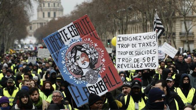 Hiljade ljudi na novom protestu Žutih prsluka u Francuskoj 4