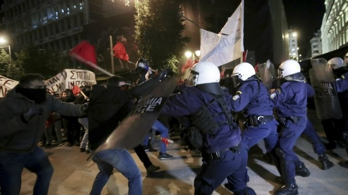 Grčka policija bacila suzavac na demonstrante 1