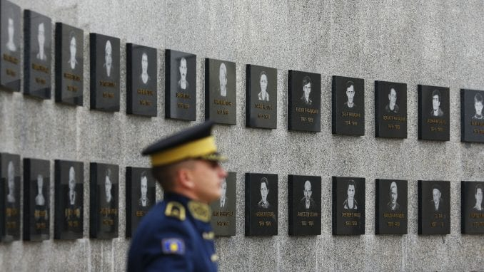 Ambasadori Kvinte pozivaju da se čuva sećanje na stradale u Račku 1